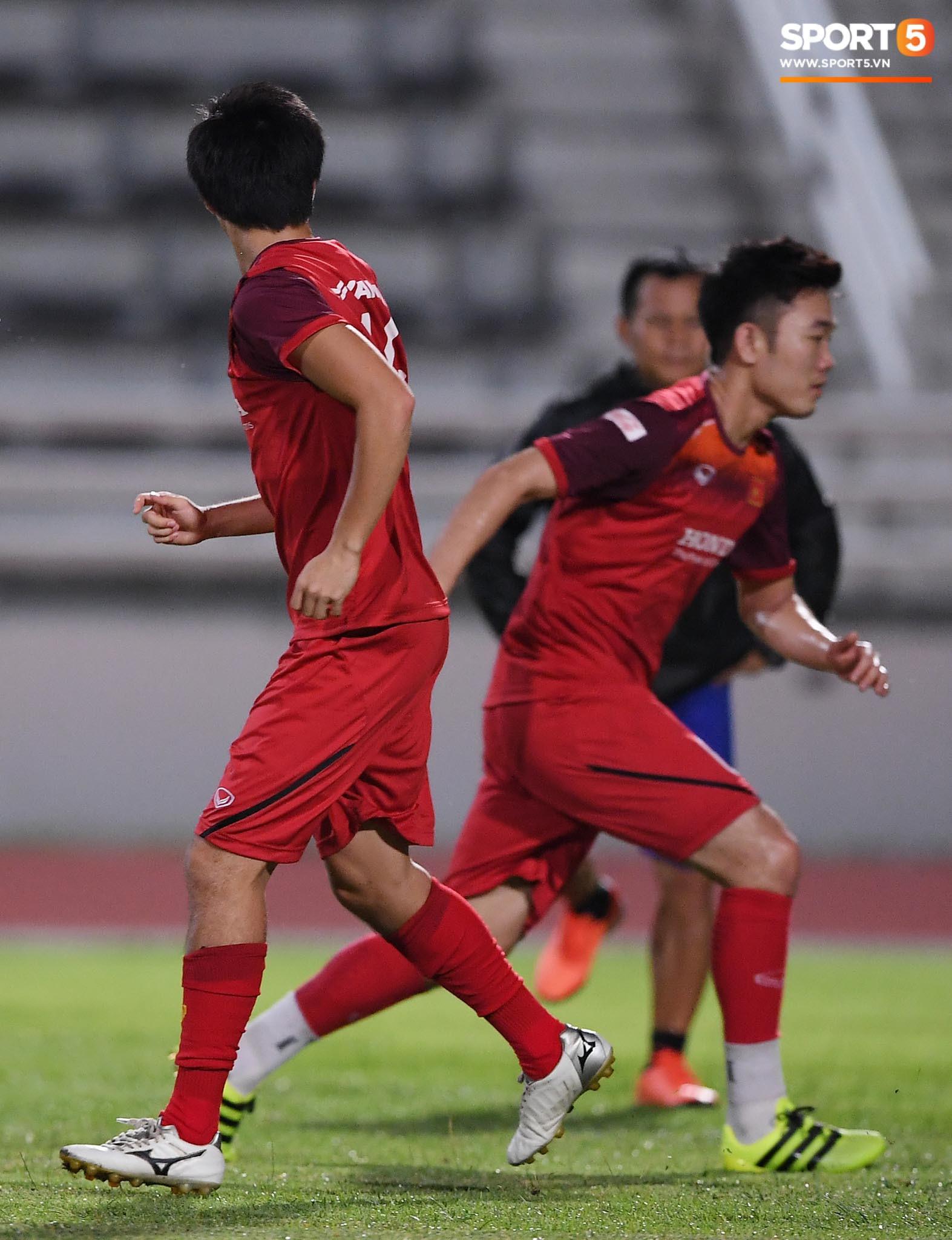 Xuân Trường trò chuyện không ngớt cùng Tuấn Anh, cặp tiền vệ tài hoa ngày nào của U19 Việt Nam chính thức tái hợp - Ảnh 4.