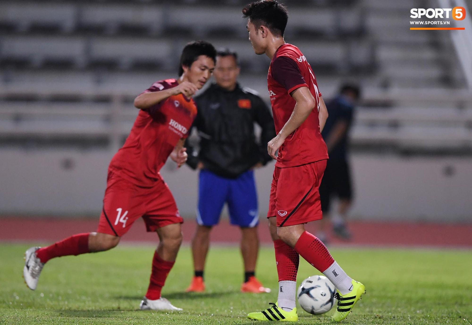 Xuân Trường trò chuyện không ngớt cùng Tuấn Anh, cặp tiền vệ tài hoa ngày nào của U19 Việt Nam chính thức tái hợp - Ảnh 3.
