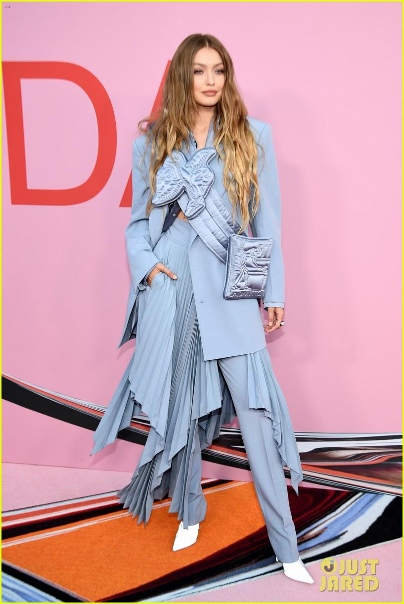 Thảm hồng gây nổ Hollywood: Dàn thiên thần Victorias Secret thế hệ mới đọ sắc lồng lộn nhưng bị Jennifer Lopez đè bẹp - Ảnh 3.