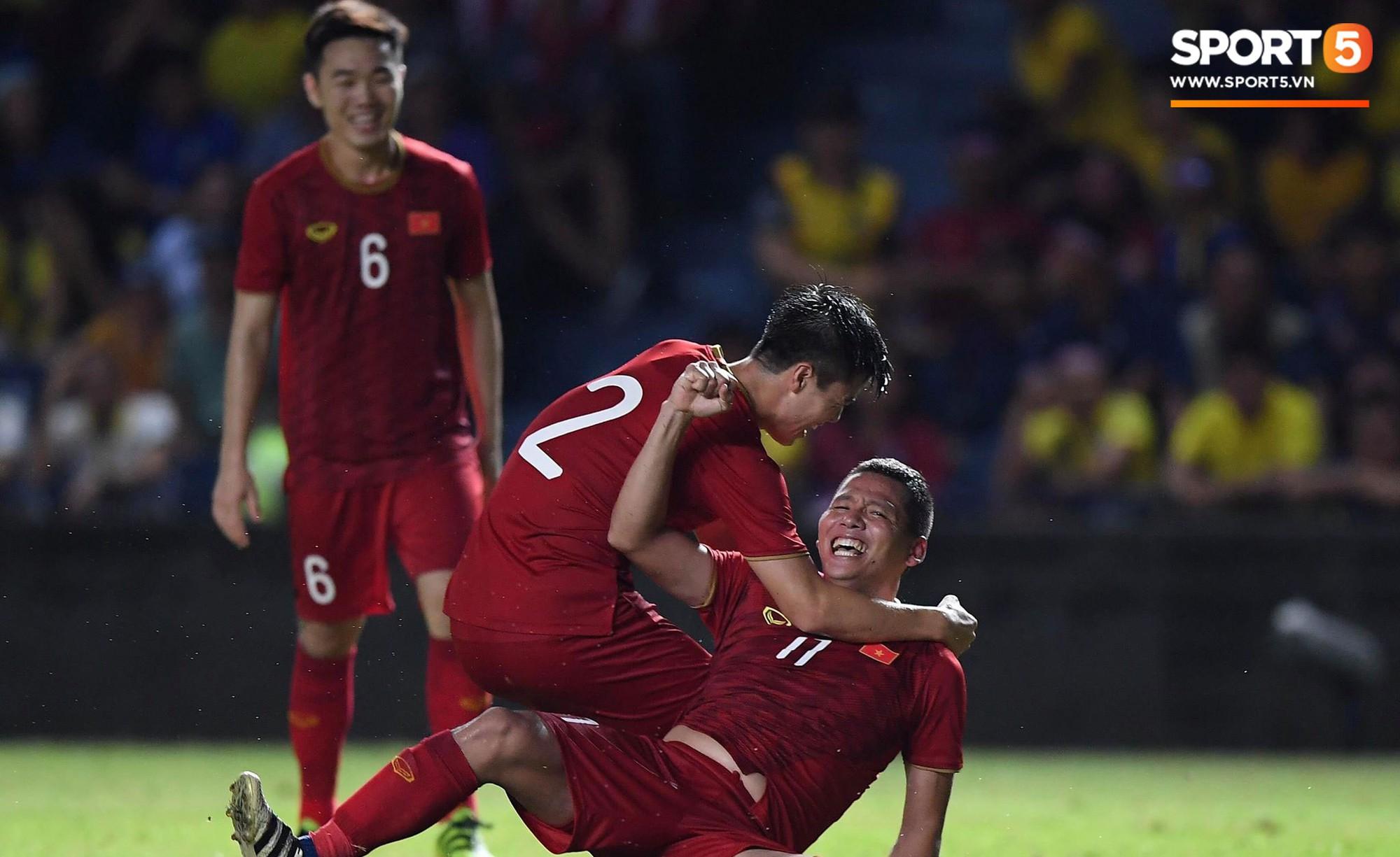 Anh Đức ghi bàn phút bù giờ, tuyển Việt Nam hạ Thái Lan để vào chung kết Kings Cup - Ảnh 1.