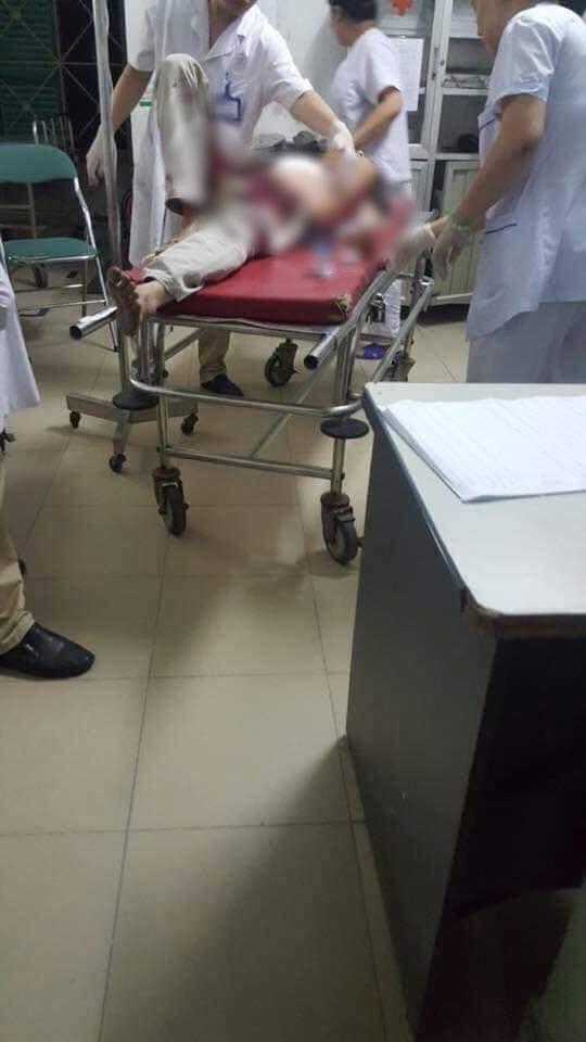 Hà Nội: Nam thanh niên dùng dao đâm bố mẹ vợ nhập viện cấp cứu - Ảnh 1.