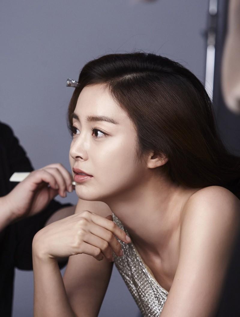 Ai ngờ nữ hoàng đẹp không góc chết Kim Tae Hee cũng từng có thời gây tá hỏa vì gương mặt khó đỡ thế này - Ảnh 1.