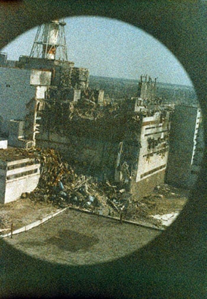 Những bức ảnh hơn vạn lời nói cho thấy mức độ khủng khiếp của thảm họa hạt nhân Chernobyl: Vùng đất chết chóc bao giờ mới hồi sinh? - Ảnh 1.