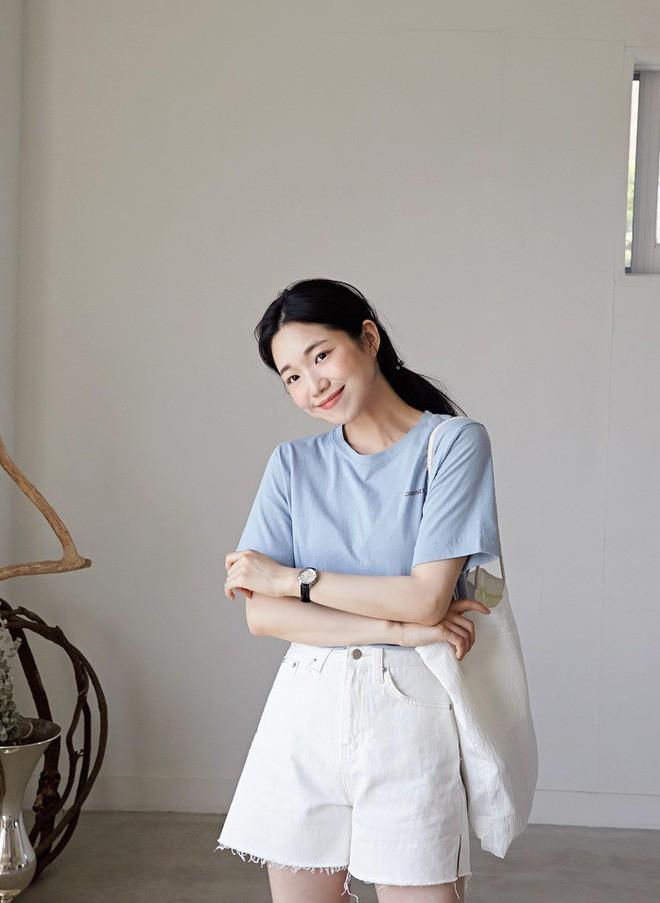 2 kiểu áo phông đơn giản, mặc lên dễ đẹp để các nàng luôn trẻ trung trong mắt đồng nghiệp - Ảnh 2.