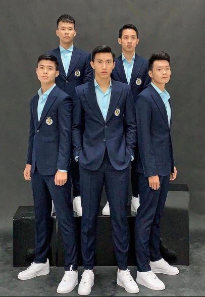 Cầu thủ tuyển Việt Nam và đồng đội luyện skill chụp ảnh như dàn nam thần Hàn: 10 điểm thần thái, 9 điểm đẹp trai! - Ảnh 13.
