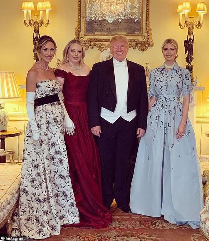 Lấn át cả công nương Kate và xa xỉ không thua mẹ kế, ái nữ nhà Trump khiến dân tình hết lời khen ngợi trước gu thời trang tinh tế - Ảnh 10.