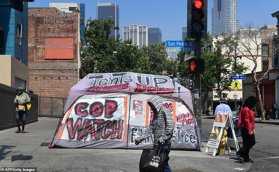 Chùm ảnh: Toàn cảnh thành phố Los Angeles hiện đại văn minh đã bị mất quyền kiểm soát vào tay... rác thải và chuột - Ảnh 13.