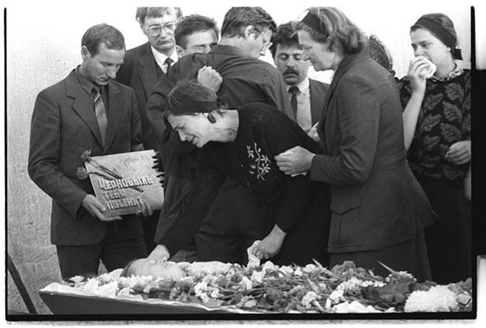Những bức ảnh hơn vạn lời nói cho thấy mức độ khủng khiếp của thảm họa hạt nhân Chernobyl: Vùng đất chết chóc bao giờ mới hồi sinh? - Ảnh 14.
