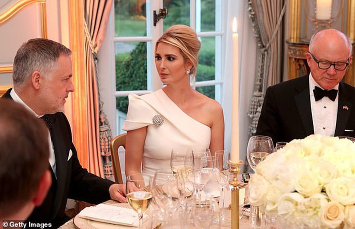 Lấn át cả công nương Kate và xa xỉ không thua mẹ kế, ái nữ nhà Trump khiến dân tình hết lời khen ngợi trước gu thời trang tinh tế - Ảnh 6.