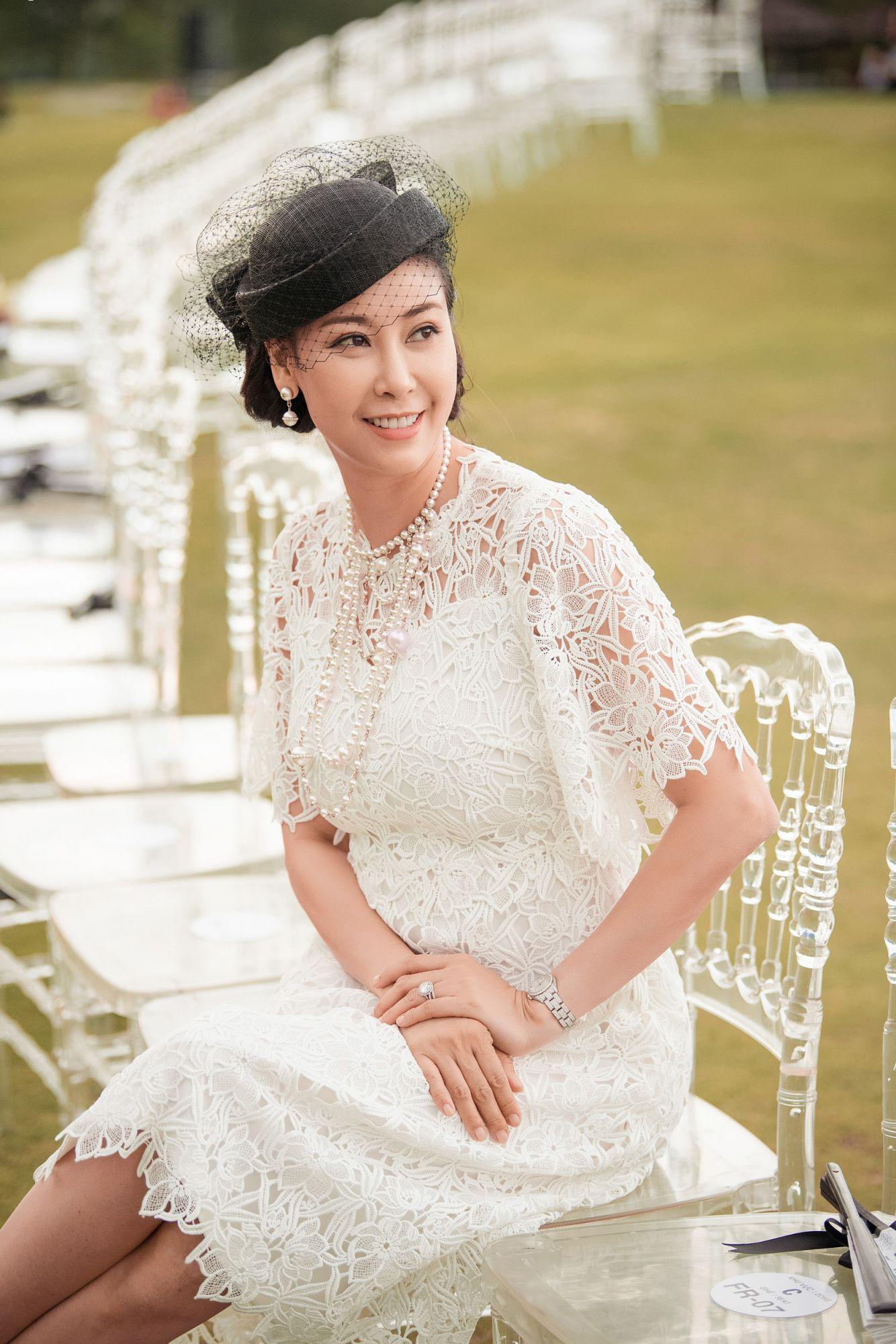 Đỉnh cao nhan sắc dàn Hoa hậu U40, U50 của Vbiz: Đăng quang cả thập kỷ vẫn giữ trọn vẻ đẹp như thời thanh xuân - Ảnh 3.
