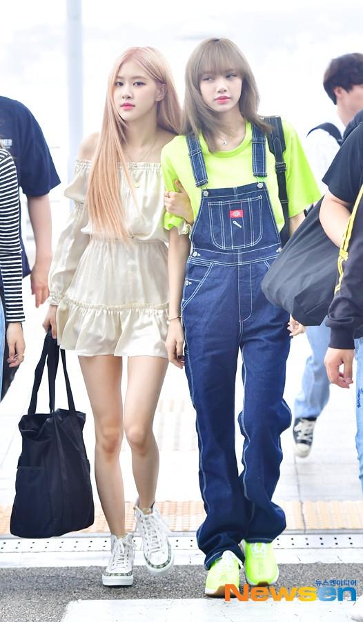 BLACKPINK lại biến sân bay thành sàn diễn: Jennie khoe body 0% mỡ thừa, Lisa kín mà vẫn lộ chân siêu dài bên Rosé - Ảnh 13.