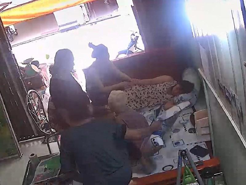 Cô gái ngất xỉu, nhập viện vì bị quay phim lúc chăm sóc ngoại - Ảnh 2.