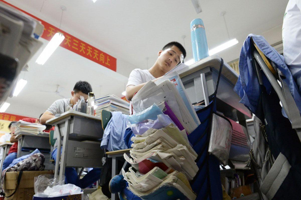 Những nơi có kỳ thi đại học khốc liệt bậc nhất Châu Á: Căng thẳng và khó nhằn khủng khiếp, số 4 có tỷ lệ tự tử hàng đầu vì quá áp lực - Ảnh 1.