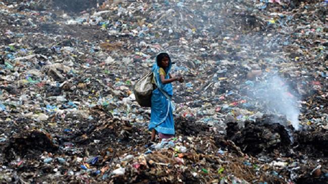 Ám ảnh những bãi rác khổng lồ chất cao như núi khắp nơi trên thế giới, có chỗ cao hơn 65 mét, rộng hơn 40 sân bóng đá - Ảnh 2.