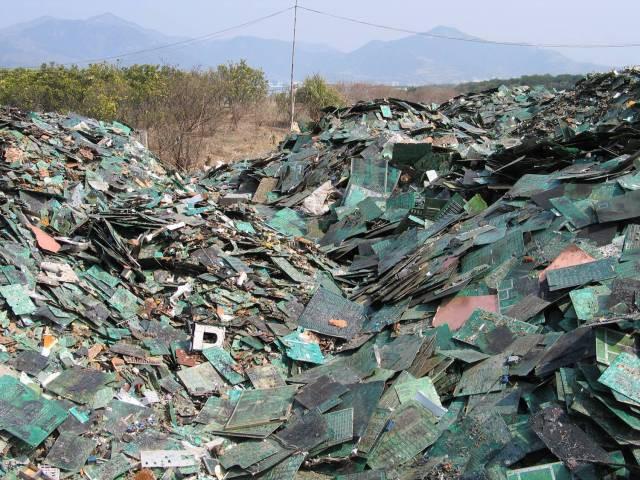 Ám ảnh những bãi rác khổng lồ chất cao như núi khắp nơi trên thế giới, có chỗ cao hơn 65 mét, rộng hơn 40 sân bóng đá - Ảnh 11.