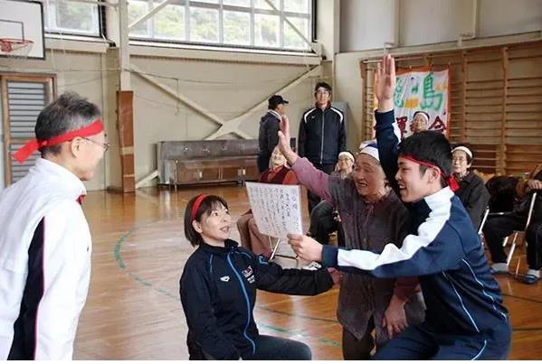 Trường học cô đơn nhất Nhật Bản: Mở cửa chỉ để đón 1 nam sinh, ngày cậu ấy tốt nghiệp trường cũng đóng cửa luôn - Ảnh 3.