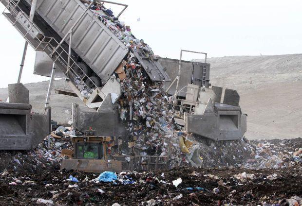 Ám ảnh những bãi rác khổng lồ chất cao như núi khắp nơi trên thế giới, có chỗ cao hơn 65 mét, rộng hơn 40 sân bóng đá - Ảnh 3.