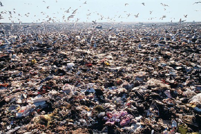 Ám ảnh những bãi rác khổng lồ chất cao như núi khắp nơi trên thế giới, có chỗ cao hơn 65 mét, rộng hơn 40 sân bóng đá - Ảnh 5.