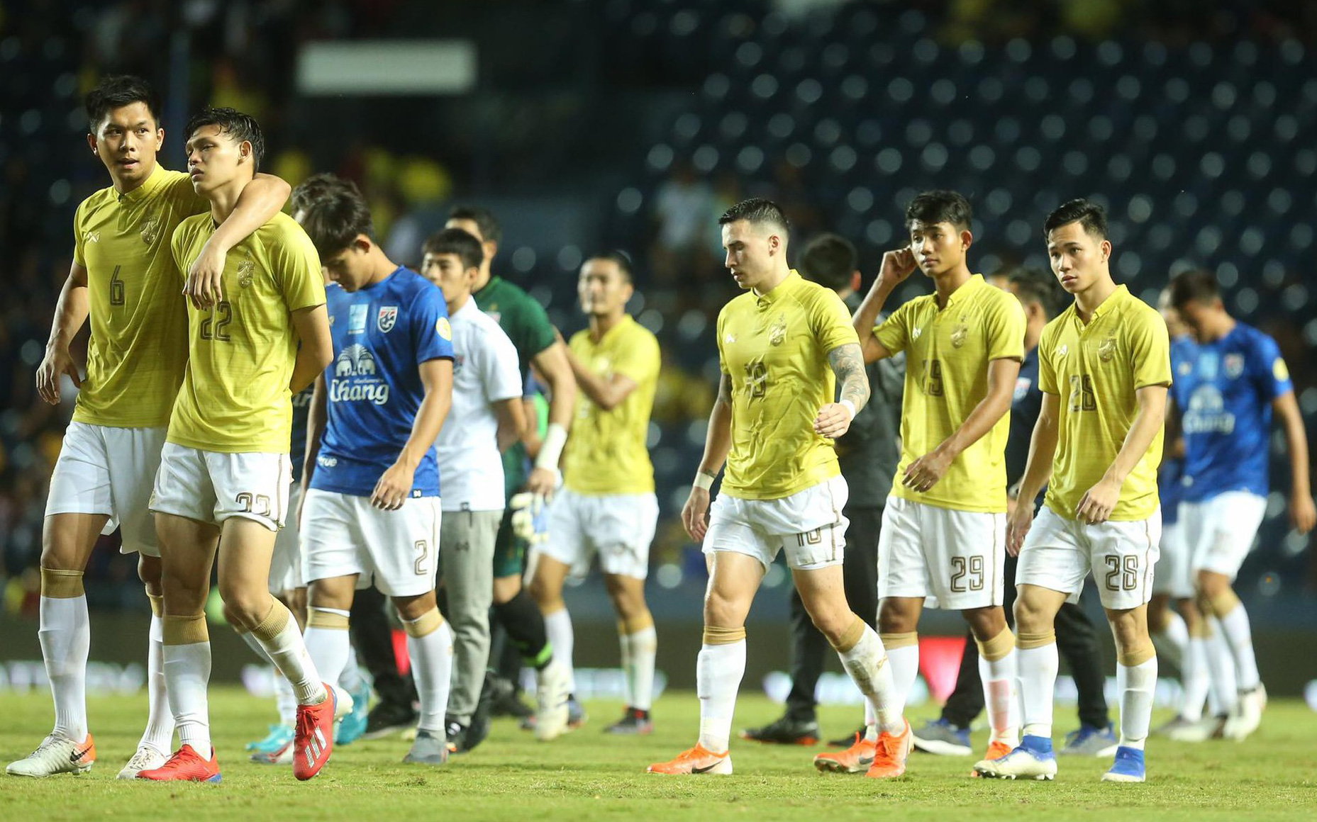 Bóng đá Thái Lan phải ''vái tứ phương'', đi vay tiền để tránh khủng hoảng