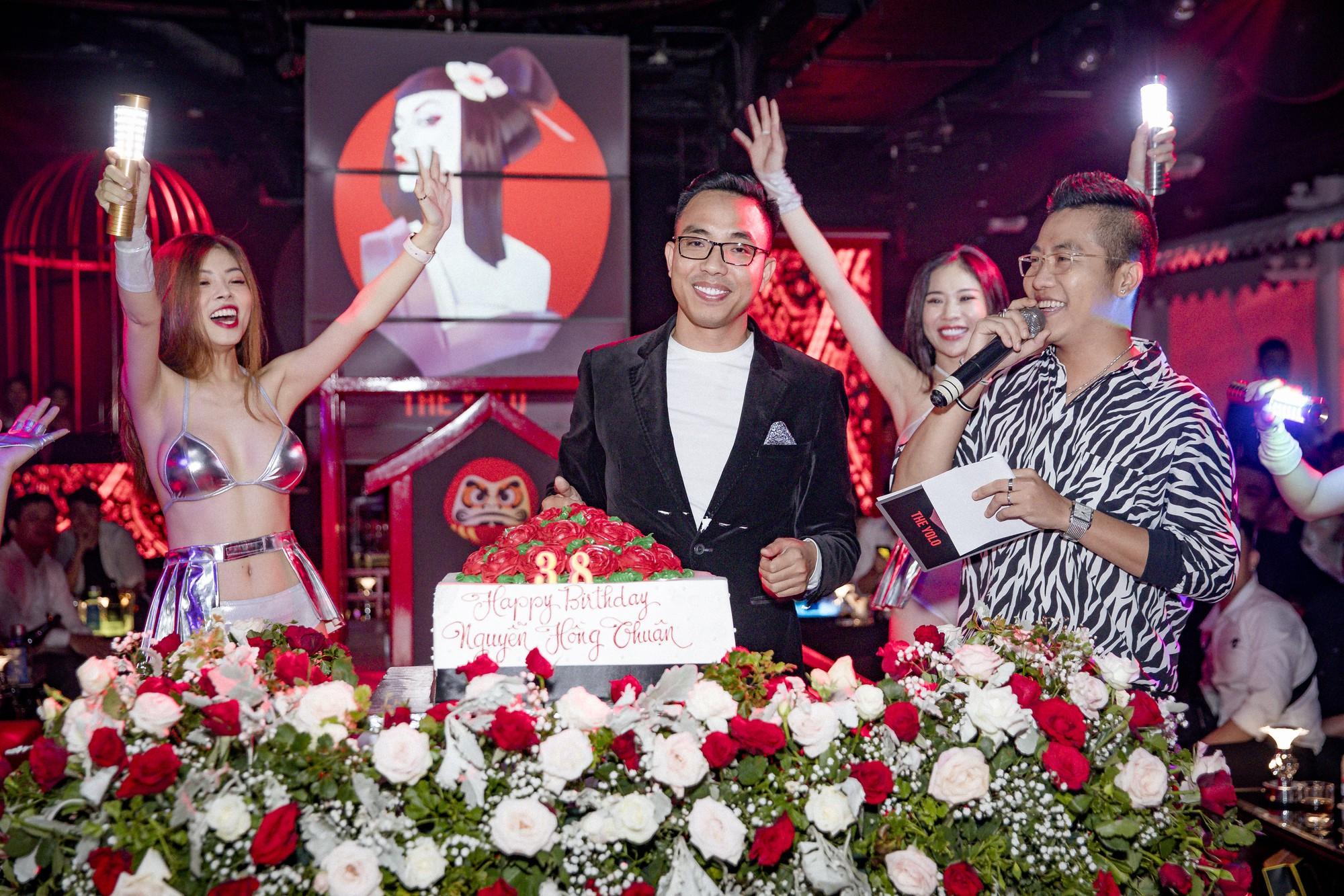 Thực hư chuyện nhạc sĩ Nguyễn Hồng Thuận chi tới 1,3 tỷ làm tiệc sinh nhật mời bạn bè nghệ sĩ - Ảnh 2.