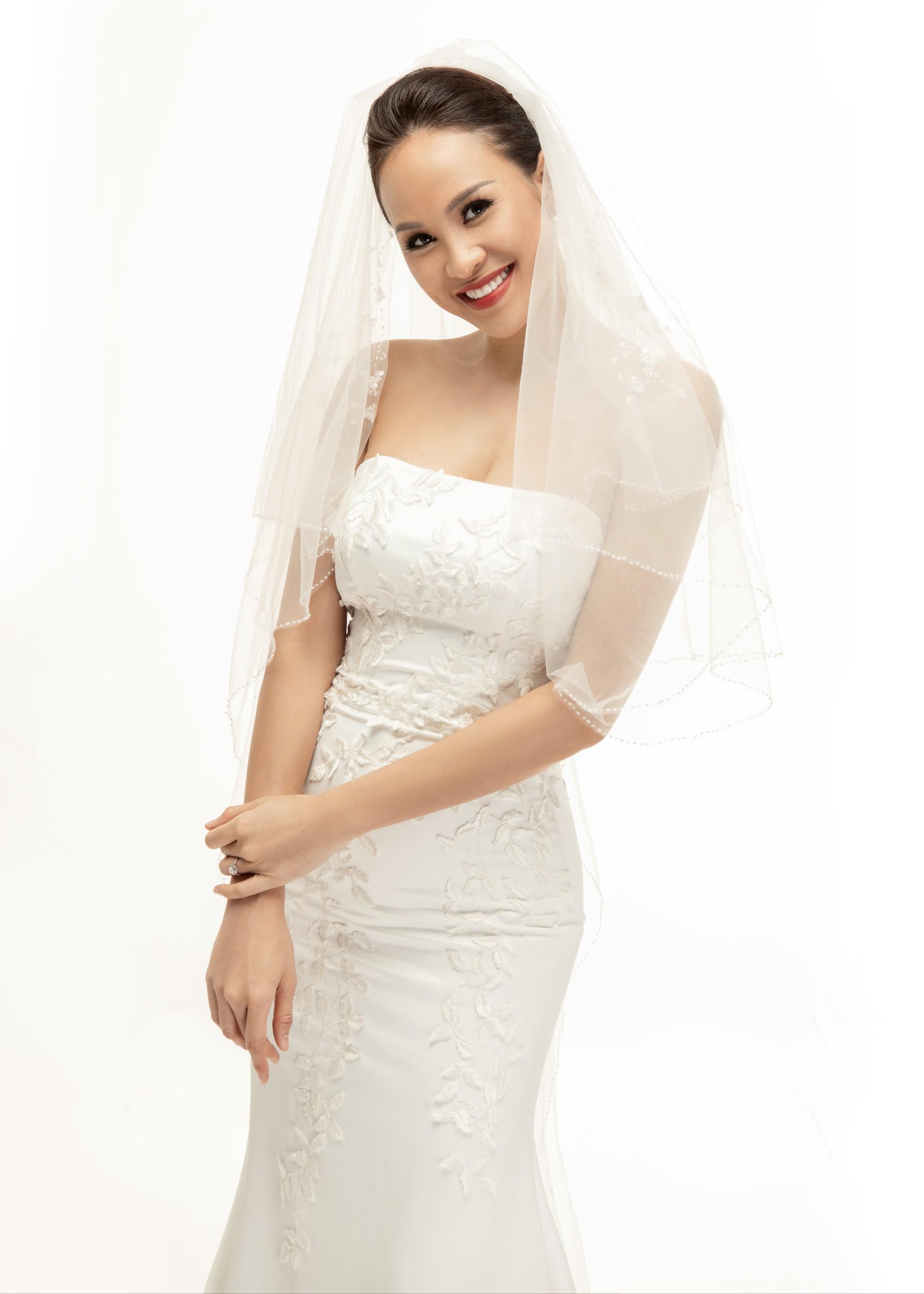 Siêu mẫu Phương Mai khoá môi ông xã Tây cực ngọt ngào trong bộ ảnh cưới trước ngày lên xe hoa - Ảnh 8.