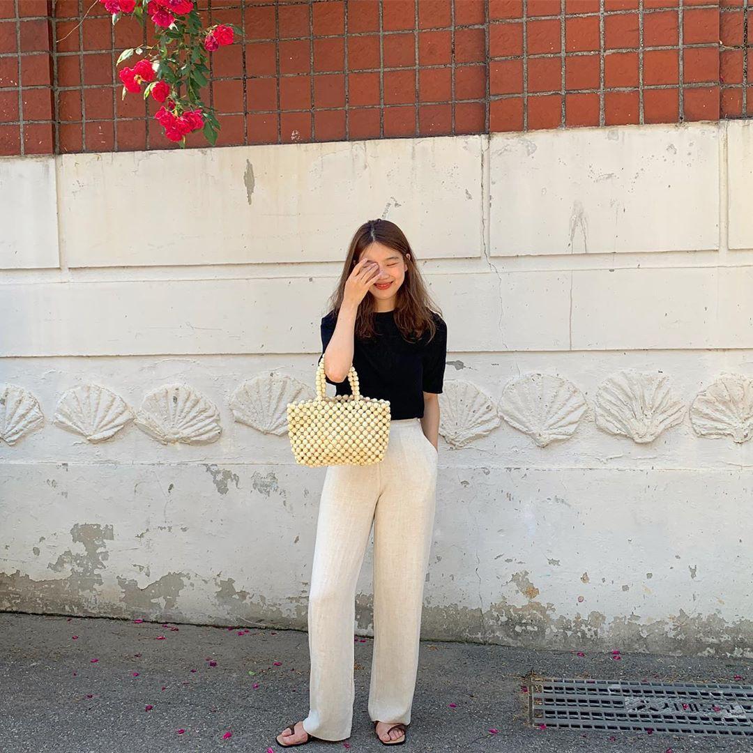 Diện quần ống rộng, bạn cứ mix với 4 kiểu áo sau là chắc cốp đẹp và sành điệu - Ảnh 16.