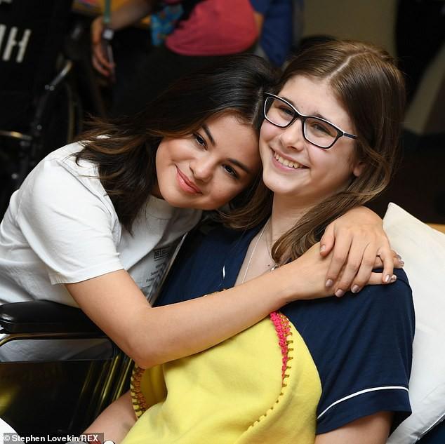 Selena Gomez xinh, trẻ vẫn không gây bất ngờ bằng body thon thả của mỹ nhân béo đẹp nhất Hollywood một thời - Ảnh 4.