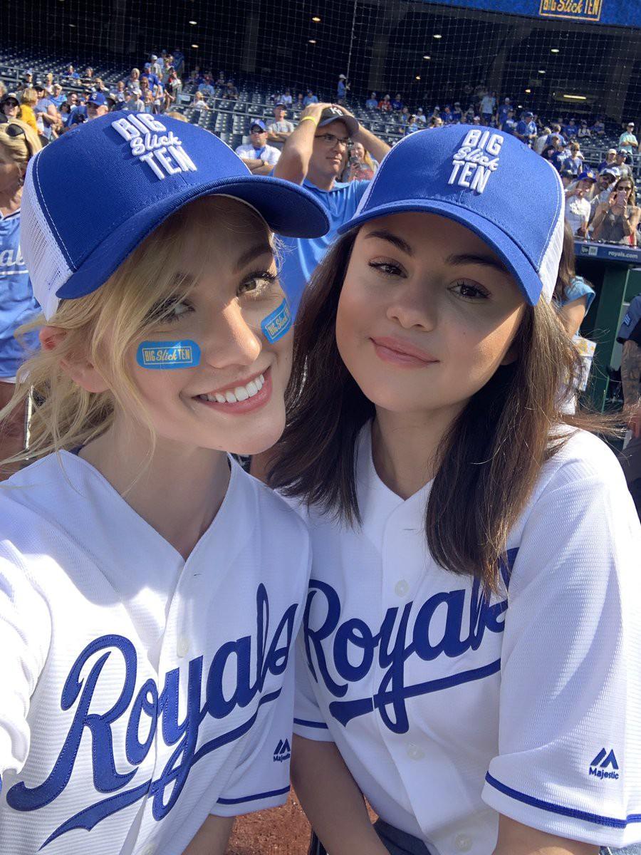 Selena Gomez xinh, trẻ vẫn không gây bất ngờ bằng body thon thả của mỹ nhân béo đẹp nhất Hollywood một thời - Ảnh 6.
