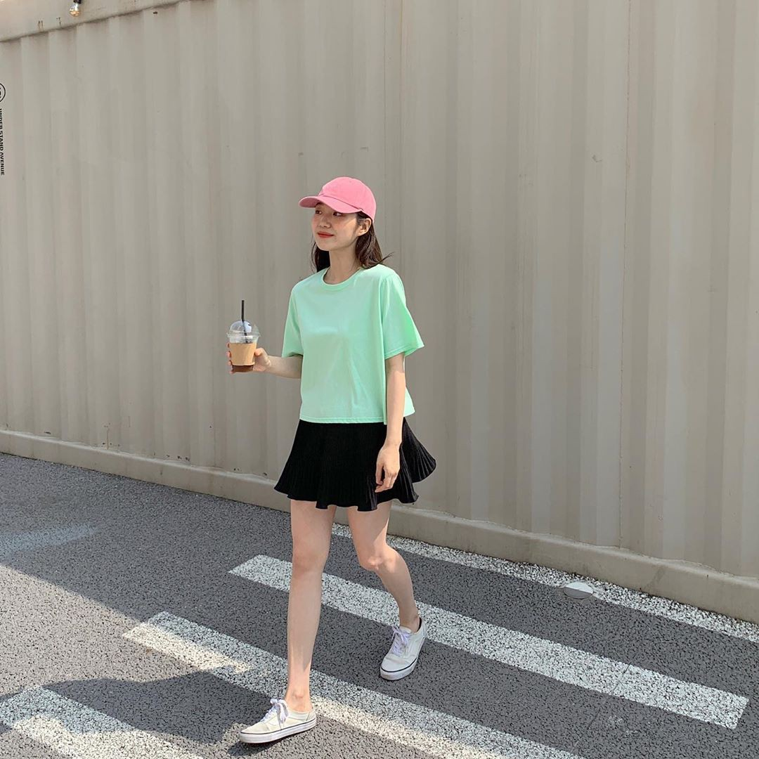 Trời oi bức kinh hoàng, bạn sẽ cần đến gợi ý ăn mặc mát mẻ mà vẫn đẹp xỉu từ các cô nàng Hàn Quốc sành mặc tuần qua - Ảnh 2.