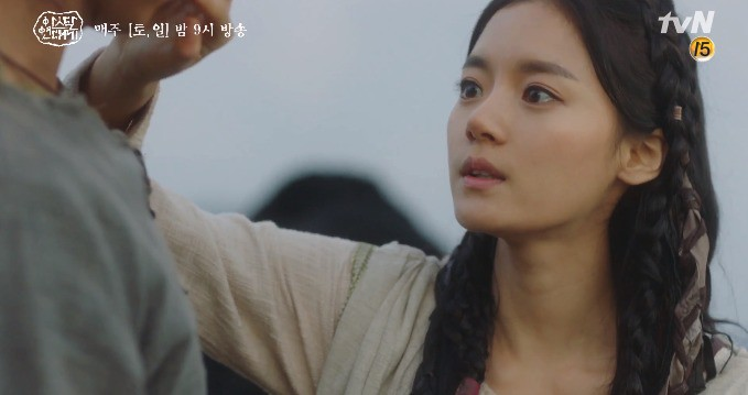 Song Joong Ki liều mình chui vào hang cọp cứu crush trong tập 3 Niên Sử Kí Arthdal - Ảnh 14.