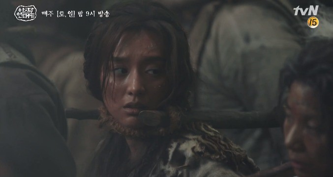 Song Joong Ki liều mình chui vào hang cọp cứu crush trong tập 3 Niên Sử Kí Arthdal - Ảnh 4.