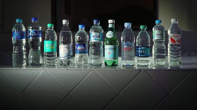 Những hạt vi nhựa có ở khắp mọi nơi, trong nước uống, không khí, thậm chí cả cơ thể bạn - Ảnh 1.