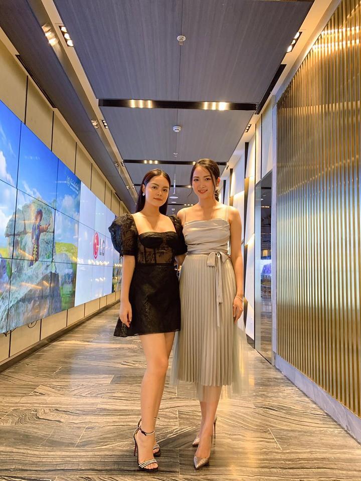 Tài mix đồ thần sầu của Phạm Quỳnh Anh: Chỉ vài bước mà biến đầm đi sự kiện thành váy dạo phố cực trẻ xinh - Ảnh 1.