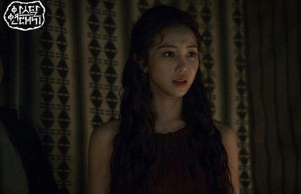 """Kim Ok Bin: Từ nữ hoàng cảnh nóng đến """"tiểu tam"""" hoàn lương trong Niên Sử Kí Arthdal - Ảnh 14."""