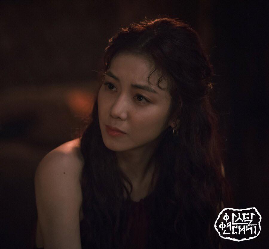 """Kim Ok Bin: Từ nữ hoàng cảnh nóng đến """"tiểu tam"""" hoàn lương trong Niên Sử Kí Arthdal - Ảnh 13."""