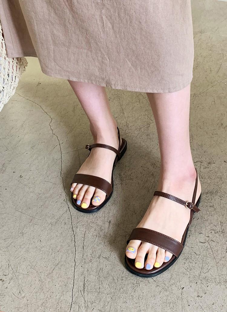 Tạm quên giày cao gót đi, dáng bạn vẫn sẽ cao ráo và phong cách thì đậm chất công sở với 4 kiểu giày bệt này - Ảnh 14.