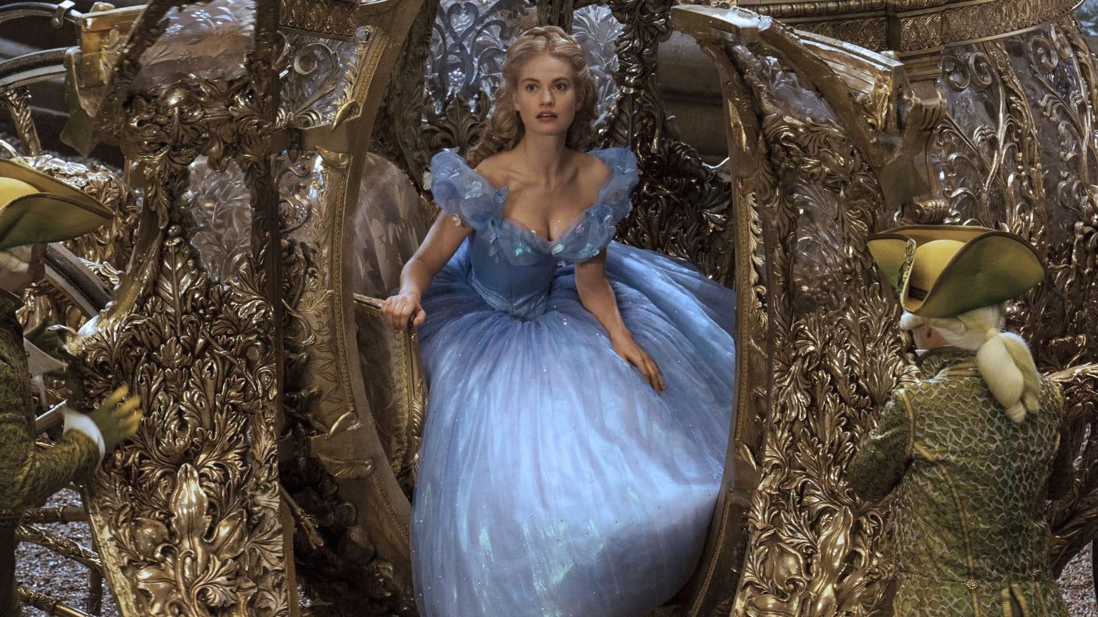 Nhan sắc 4 nàng công chúa Disney trong phim và đời thực: Emma Watson gây thất vọng giữa dà ngọc quý đẹp lạ - Ảnh 3.
