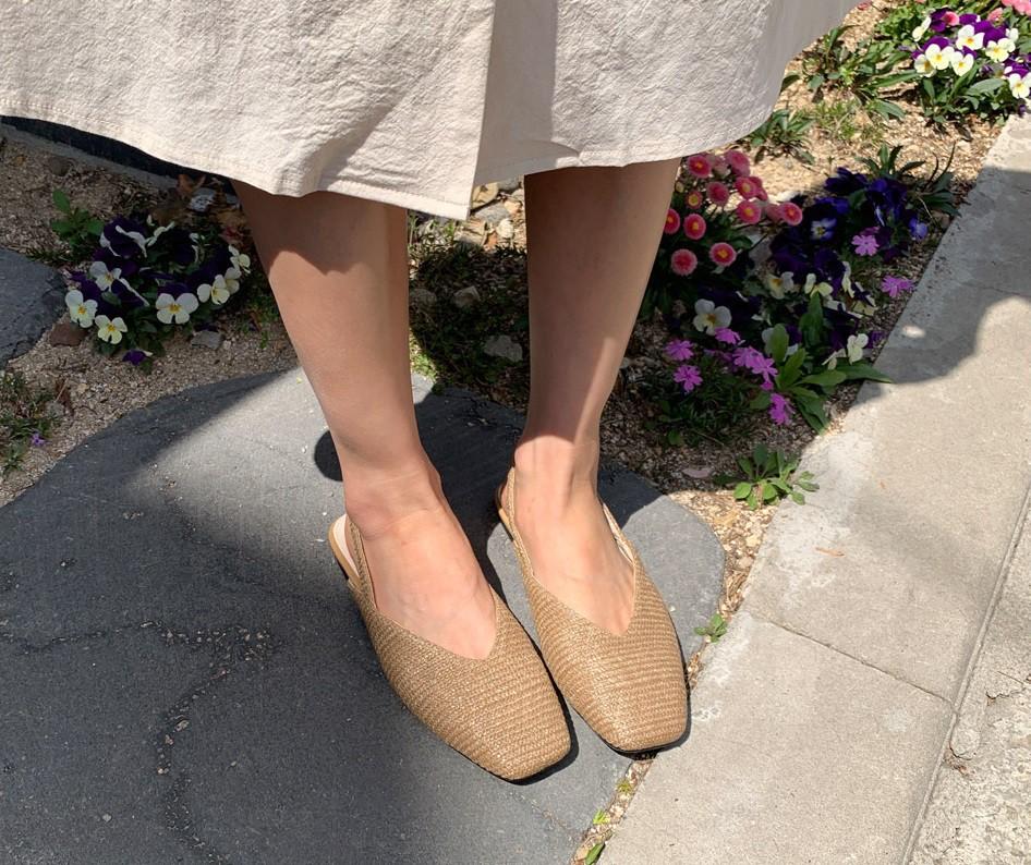 Tạm quên giày cao gót đi, dáng bạn vẫn sẽ cao ráo và phong cách thì đậm chất công sở với 4 kiểu giày bệt này - Ảnh 8.