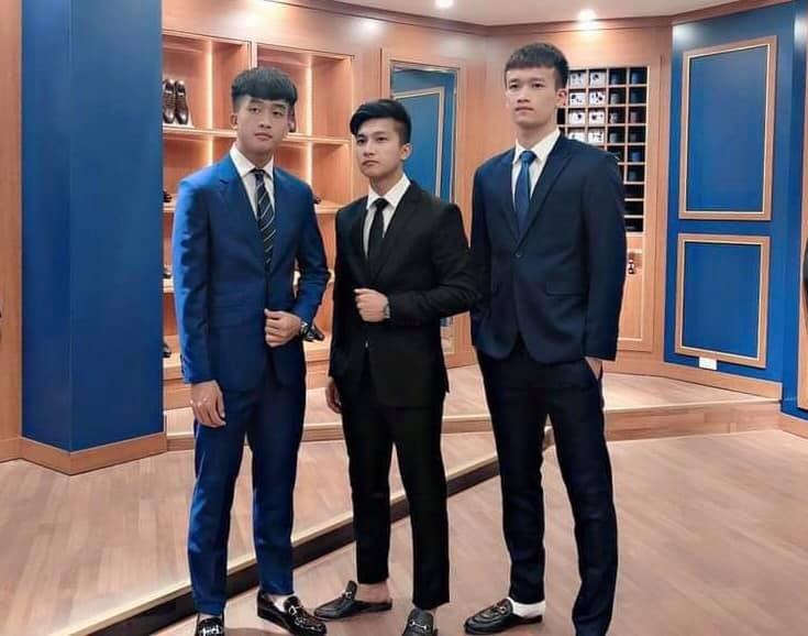 Dàn sao trẻ U23 Việt Nam diện suit lịch lãm khiến chị em đứng tim - Ảnh 3.