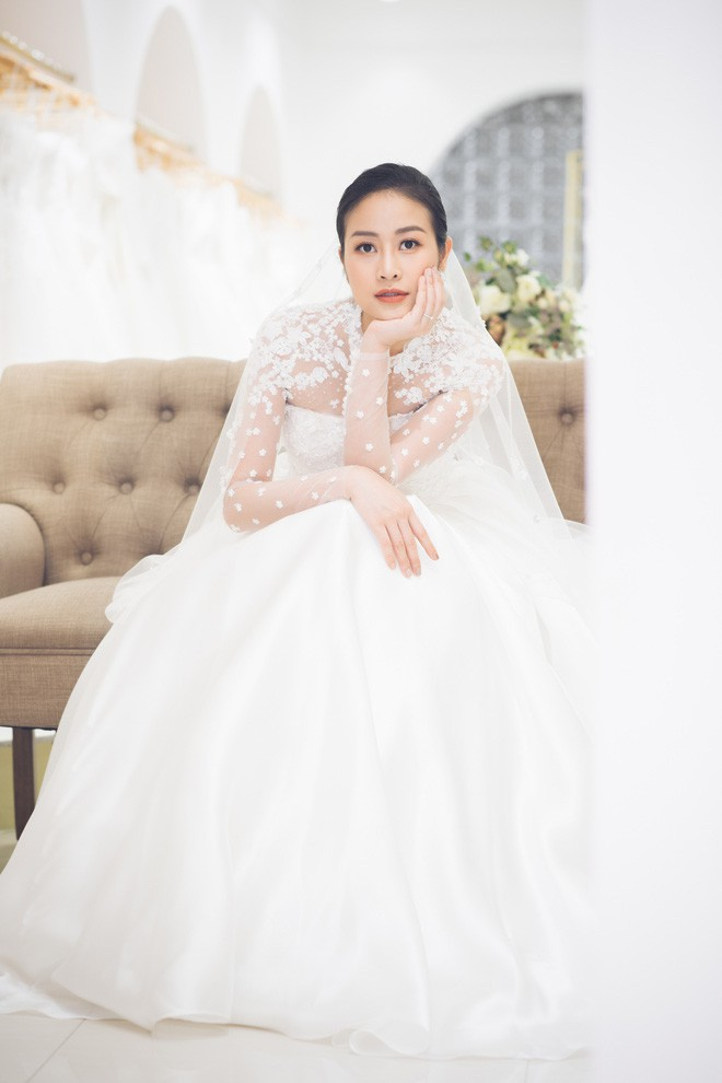 So kè váy cưới của 3 mỹ nhân Vbiz sắp về nhà chồng: Phí Linh nền nã, Phương Mai sexy nhưng bất ngờ nhất là Đàm Thu Trang - Ảnh 2.