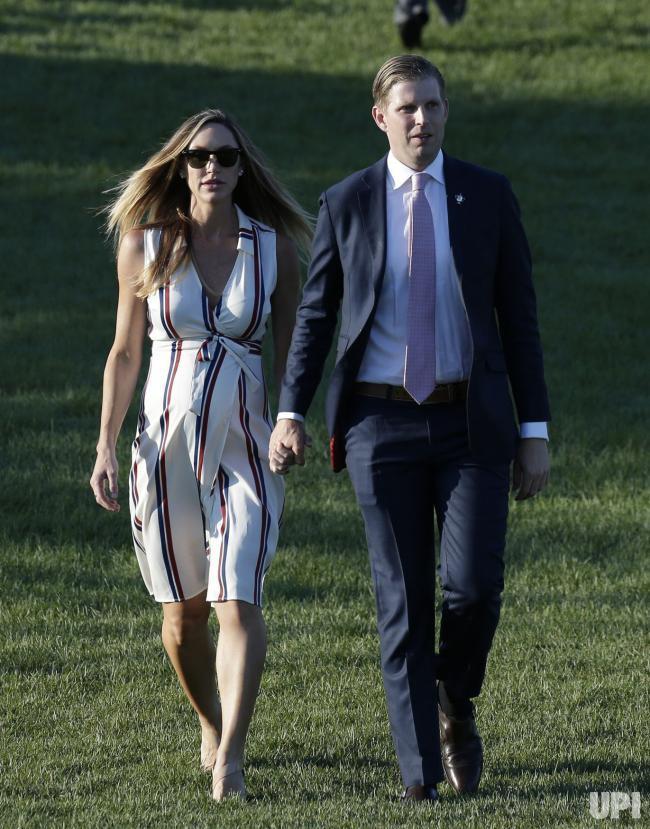 Con dâu Tổng thống Trump: Bụng bầu vượt mặt vẫn mặc đẹp bất chấp, thậm chí đứng cạnh Ivanka Trump cũng không bị lép vế - Ảnh 11.