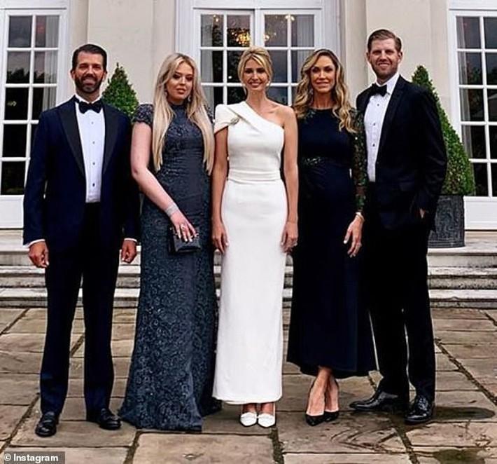 Con dâu Tổng thống Trump: Bụng bầu vượt mặt vẫn mặc đẹp bất chấp, thậm chí đứng cạnh Ivanka Trump cũng không bị lép vế - Ảnh 4.