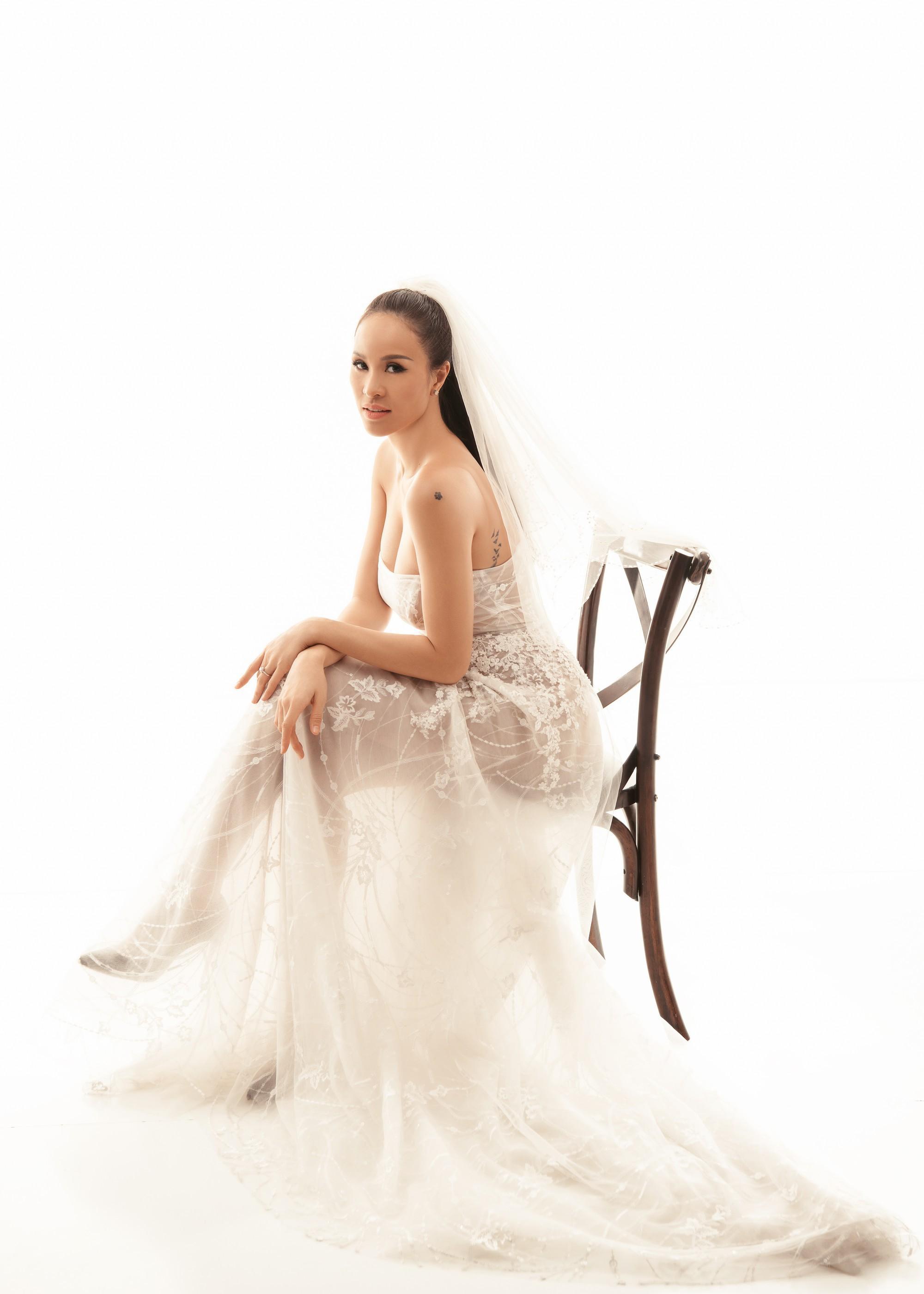 So kè váy cưới của 3 mỹ nhân Vbiz sắp về nhà chồng: Phí Linh nền nã, Phương Mai sexy nhưng bất ngờ nhất là Đàm Thu Trang - Ảnh 5.