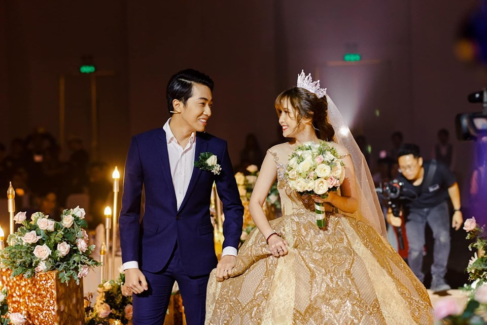 Mới cưới chưa bao lâu đã bị dân mạng comment hóng ly dị, Cris Phan đáp trả cực gắt - ảnh 1