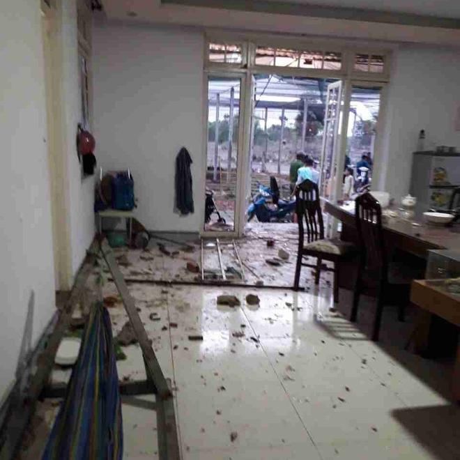 Kinh hoàng nhóm giang hồ nổ súng truy sát cả gia đình ở Sài Gòn, bố mẹ và con nhỏ bị bắn thương tích nhiều chỗ - Ảnh 1.