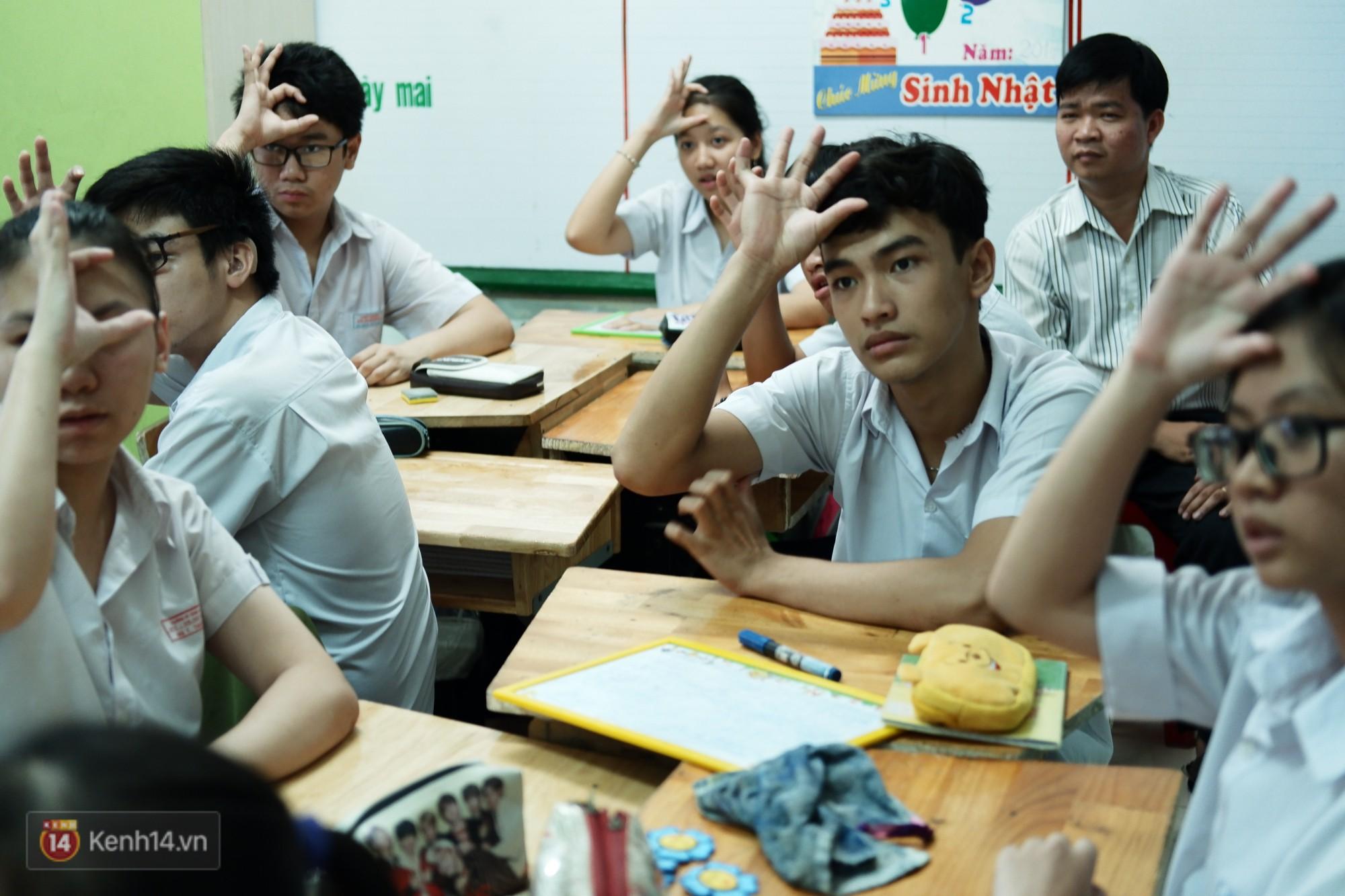 Lớp học thinh lặng giữa Sài Gòn: Không tiếng giảng bài không lời phát biểu, nhưng không tắt hy vọng bao giờ - Ảnh 2.