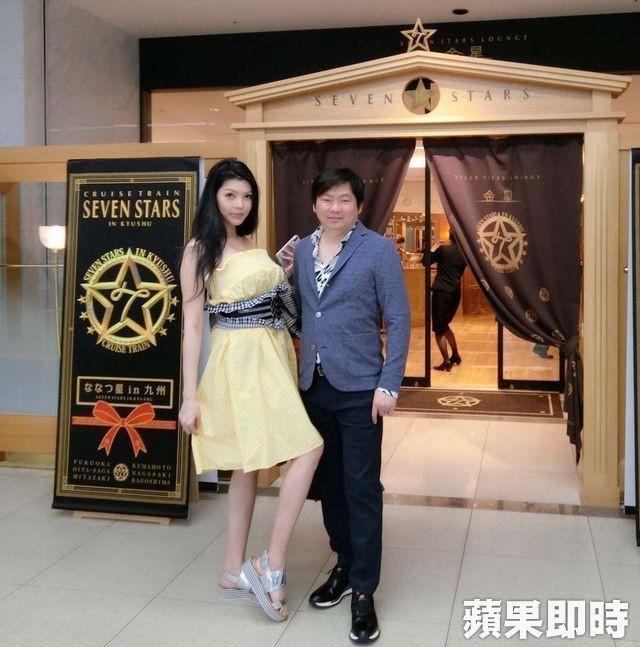 Cặp đôi đũa lệch đình đám Đài Loan: Tỷ phú xấu xí cưa đổ siêu mẫu nóng bỏng sau 10 lần cầu hôn và cuộc sống hôn nhân đáng mơ ước - Ảnh 2.