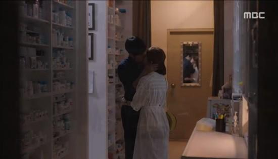 Dọa sẽ bóc phốt nếu không tránh xa Han Ji Min, Jung Hae In dằn mặt tình địch cực gắt trong tập 15 Đêm Xuân - Ảnh 9.