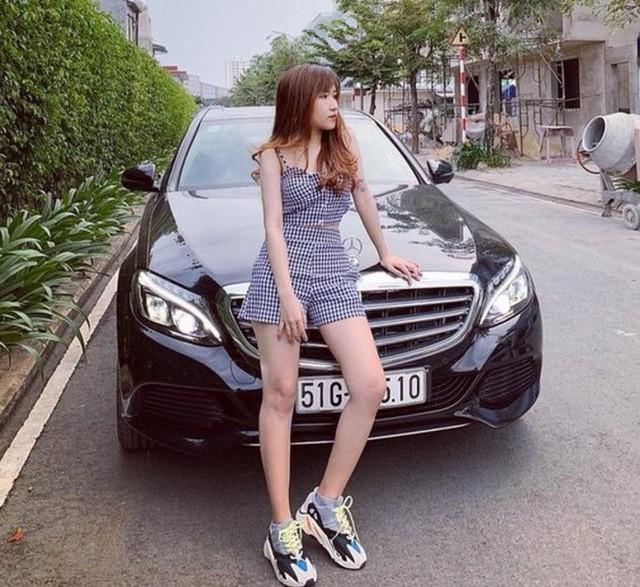 Săm soi dàn xế hộp đắt giá tiền tỷ của các streamer Việt Nam - Ảnh 4.