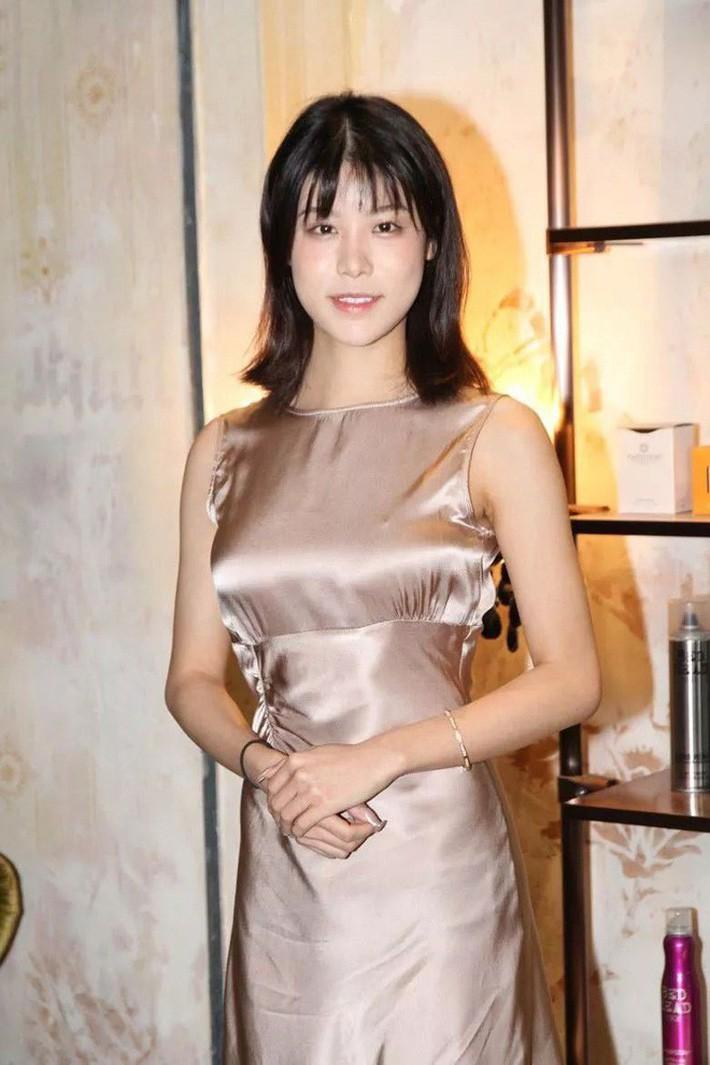 Top 15 Miss Hong Kong 2019: Nhan sắc đã chán đời mà style còn tệ hơn - Ảnh 4.
